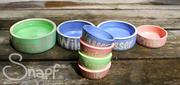 Handgemachte Keramiknäpfe mit Namen