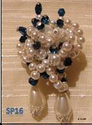perle a grappolo bianche con gocce pendenti e cristalli tono zaffiro