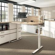 03 Sitz-/Steharbeitsplatz mit Tischaufsatz (Schall- und Sichtschutz)