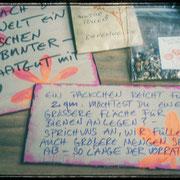 Saatgutschränkchen am Straßenrand wieder bestückt und mit neuen Schildern versehen