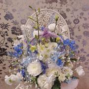 小さくまとめた生花アレンジメント