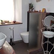 Badezimmer mit Altholz und Stahl