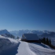 mit fantastischer Rundaussicht der Innerschweizer Berge