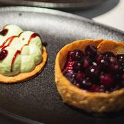 Pannacotta pistache, compotée de fruits rouges, crème de vinaigre au jus de cranberries