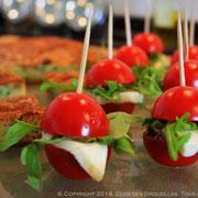 Mini burger tomate-cerise, mozzarella et billes de balsamique