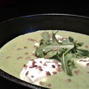 Velouté glacé de green-peas et œuf de caille poché façon île flottante