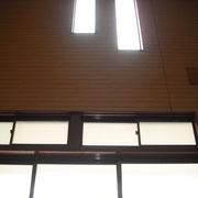 玄関上の明り取り窓です。
