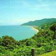 たにはま公園から直江津港と米山を見ています。