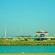 直江津港に停泊中の佐渡行きカーフェリー