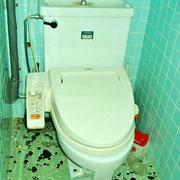 トイレは簡易水洗です。