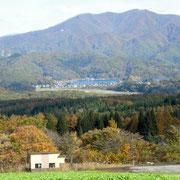 コスモス園から見える野尻湖。