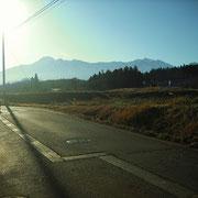 家の前で見える、妙高山と火打山です。