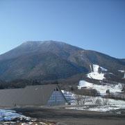 黒姫山と童話館です。