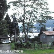 別荘地入口から見える野尻湖です。