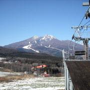 童話館脇のスキー場から見た妙高山です。