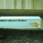 橋の下は鬼舞漁港です。