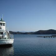 野尻湖では公魚釣りが始まっています。