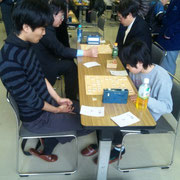 こちらは竜王・太田君に春の小学生チャンピョン西田君が挑んだ一戦。西田君も代表決定戦まで勝ち上がりましたが、流石に太田君の壁は厚かった。