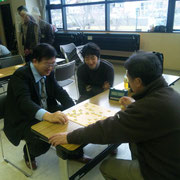 敗れてもすぐに帰らず勉強熱心な寺沢君 ある時は坂口先生と市川先生の検討に加わり