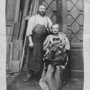 Firmengründer Louis Louwien mit seiner Frau Metha und Kind.