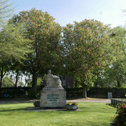 Friedhofseingang von der Kapelle aus fotografiert