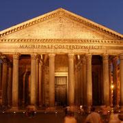 """""""Rom, Pantheon bei Nacht"""" von Dnalor_01. Lizenziert unter Creative Commons Attribution-Share Alike 3.0 über Wikimedia Commons - http://commons.wikimedia.org/wiki/File:Rom,_Pantheon_bei_Nacht.jpg"""