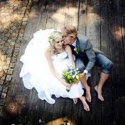 Paar auf Holzboden