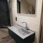 Meuble lavabo et miroir salle de bain