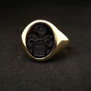 Wappenring aus Gelbgold mit Onyx