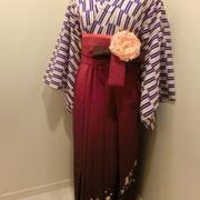 エンジ色のボカシに桜の刺繍、矢絣と合わせると古典的で女学生風