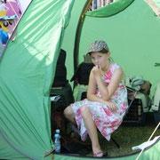 In diesem kleinen Zelt haben wir mit drei russischen Damen und 2 Dackel Blitz, Donner und Starkregen überstanden.