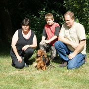 Andrea Keller mit Familie und Tosca
