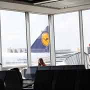 Fantastische Betreuung durch die Lufthansa und Xhara durfte bei uns im Flugzeug sitzen.