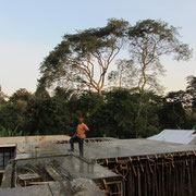 Concrete was placed on the roof of the second extention to the girls dormatory. The building is financed by funds from the Kilimanjaro National Park Authorities.