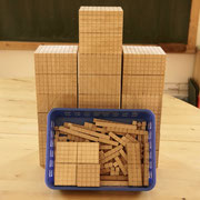 unser wichtigstes Material  -  Zehnersystem aus Holz