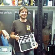 """Udo Brügger """"Mitts im Läbe"""" ab sofort mit dem genialen QSC Touch MIx unterwegs. Nebenbei setzt er auf ein ELEMENTS Soundsystem. Merci Udo und viele tolle Konzerte!"""