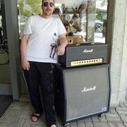 Meier Mänu mit seinem handwired MARSHALL inkl. Vintage Box. Es gibt Leute die wissen was Sache ist!