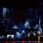 Chicago 1930, Gärtnerplatztheater Regie: Karl A. Schreiner Bühne: Rifail Ajdarpasic Licht: Jakob Bogensperger Videodesign: Raphael Kurig, Thomas Mahnecke © Marie-Laure Briane