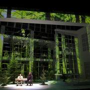 Onkel Präsident, Gärtnerplatztheater Regie: Josef E. Köpplinger Bühne: Johannes Leiacker Licht: Rolf Essers Videodesign: Raphael Kurig, Thomas Mahnecke