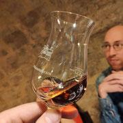 Marc lauscht gespannt beim Whiskytalk - ich habe wieder nur den Stoff im Sinn!