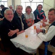 autour d'une table nous nous sommes serrés pour notre petite réunion manquent sur les photos Marc et Roland S. pris sur la bourse à d'autres  occupations