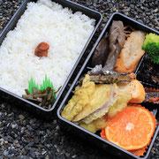昼食は地元の食材を使ったルネサンス弁当。