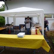 Der Pavillon für den Grill steht!