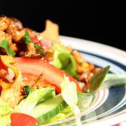 Salat mit lauwarmen Pfifferlingen