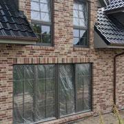 Fensterschutzfolie für Terassentüren auf der Baustelle