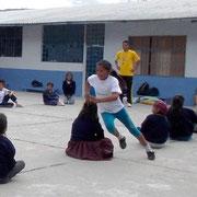 """Der Workshop """"Juegos Tradicionales"""", in welchem sich alles um traditionelle Spiele dreht. Foto: Cisol, Oktober 2013"""