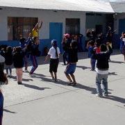 """Der Workshop """"Bailoterapia"""" (Tanztherapie) findet jeden Dienstag und Freitag statt. Foto: Cisol, Oktober 2013"""