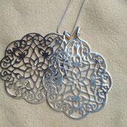 Silberanhänger Arabesker  Blütenhauch. Filigraner Silberschmuck verzaubert  durch magische Harmonie, ©i-must-have.it
