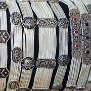 Silberarmbänder mit Agraffen Spangen, 925 Sterling Silber, in unterschiedlicher Breite mit runden Knopf- oder eckigen Agraffen von i-must-have.it
