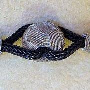Perle aus Silberdraht, Detail Armband aus Silberkordeln. i-must-have.it